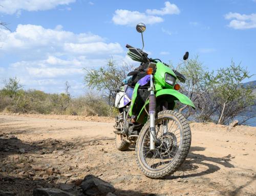 VIDEO: Na motorce mezi zebrami, čajovníky a ledovci –Keňa